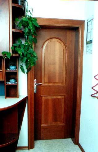 Najpomembnejše točke, ki jih je vredno upoštevati pred nakupom lesenih vhodnih vrat
