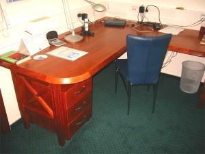 Miza v pisarni