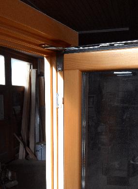 leseno okno detajl zgoraj