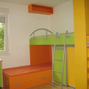 Po meri izdelani pogradi iz lesa za otroške in mladinske sobe