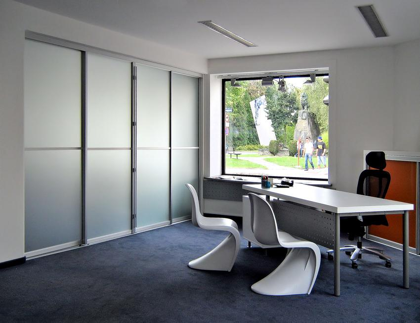 pisarniško pohištvo