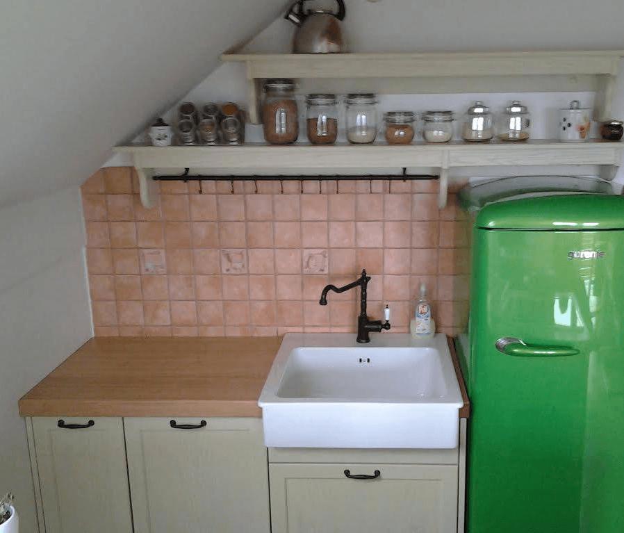 zidni del kuhinje v mansardi