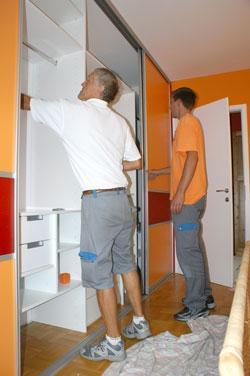 Kako poteka dostava in montaža vgradnih omar?