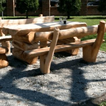 Primeri poceni vrtnih garnitur v obliki naravnega lesa