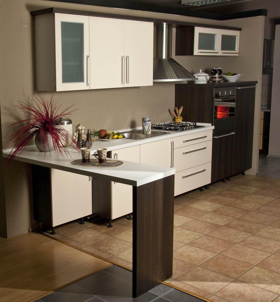 izris kuhinje po meri brezpla no in takoj. Black Bedroom Furniture Sets. Home Design Ideas