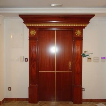 Primeri izdelave lesenih notranjih vrat za poslovne prostore