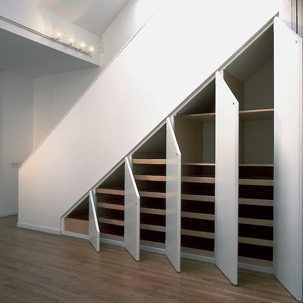 omare pod stopnicami 2