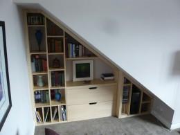 omare pod stopnicami 9