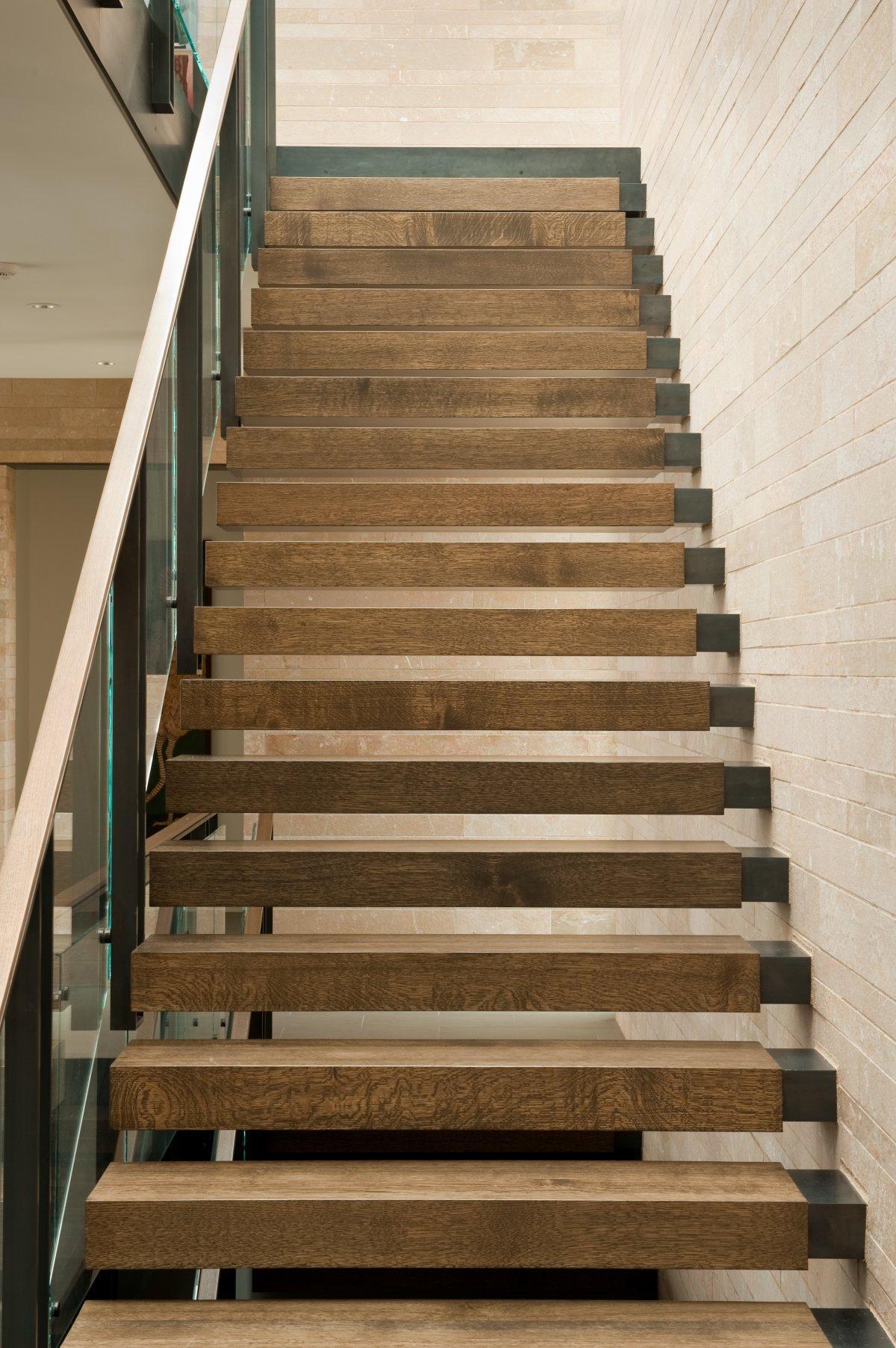 stopnišče z železno podkonstrukcijo