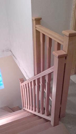Stopnice po naročilu z okrasnimi ograjami