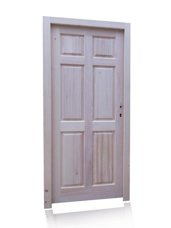 Vhodna vrata. Različne vrste naravnega lesa.