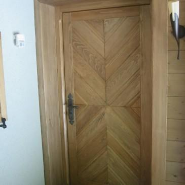 7 primerov masivnih lesenih vhodnih vrat