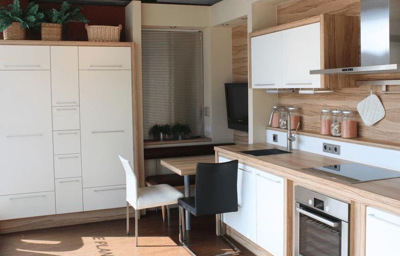moderne kuhinje v beli barvi