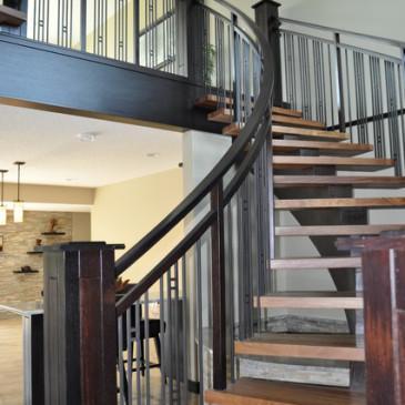 Krivljena stopnišča za poslovne prostore, hodnike in avle