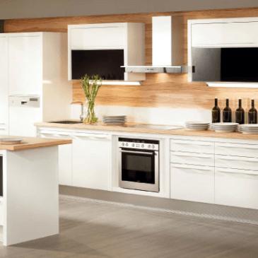 Nadvse enkratna, moderna in bela kuhinja