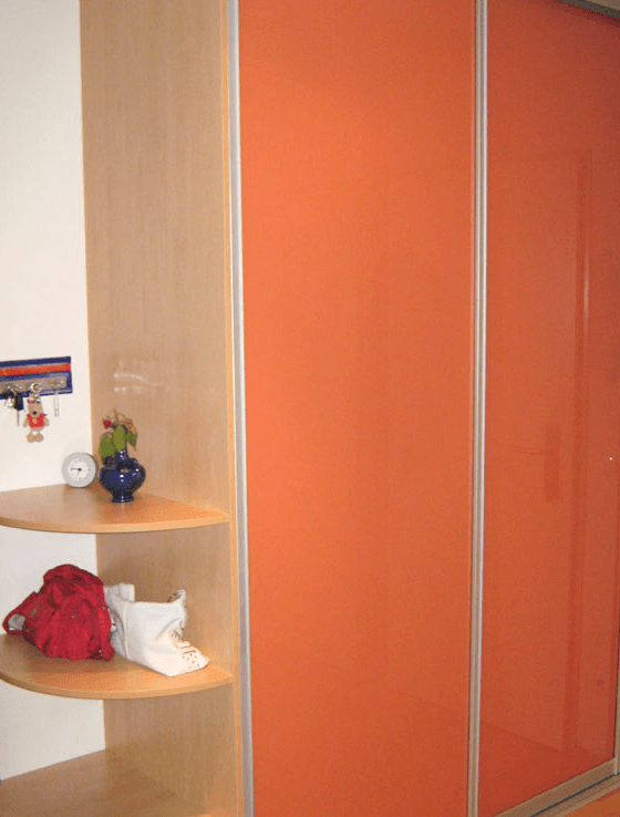 vgradna omara otroska soba