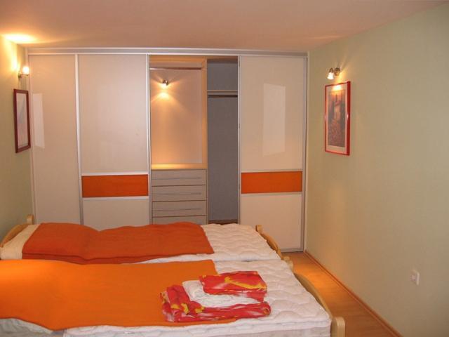 vgradne omare v spalnici