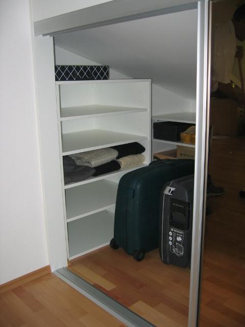 kotne vgradne omare z drsnimi vrati