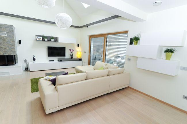 moderna dnevna soba bele barve