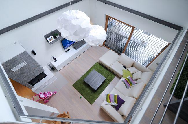 moderna dnevna soba bela barva
