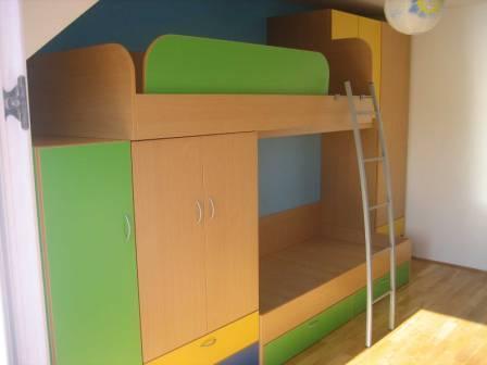 pograd za otroško sobo v mansardi
