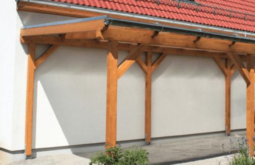 Leseni nadstrešek iz lepljenih nosilcev