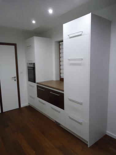 izvedeno stanje kuhinje desni del