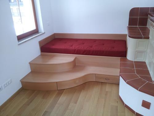 postelja iz masivnega lesa