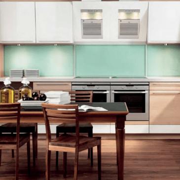 Možnosti razporeditev kuhinjskih elementov in primeri