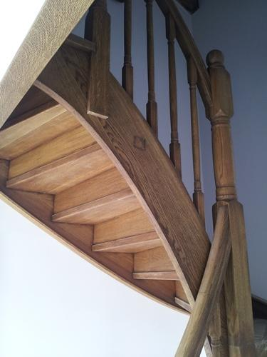 stopnice iz masivnega lesa