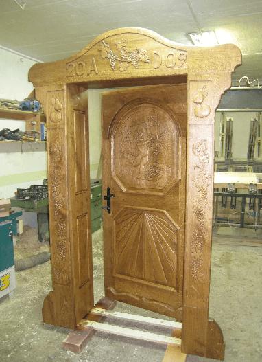 kletna vrata iz masivnega lesa s podbojem