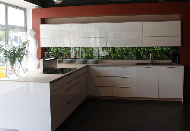 kotna kuhinja v belem