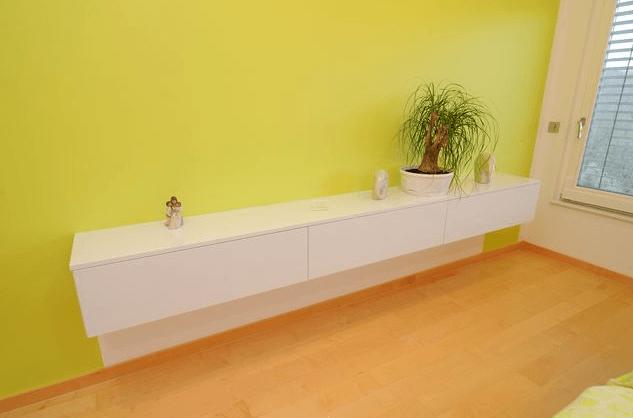minimalističen dnevni regal