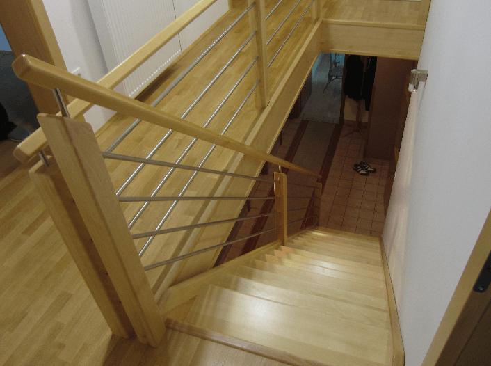 pogled na stopnice od zgoraj