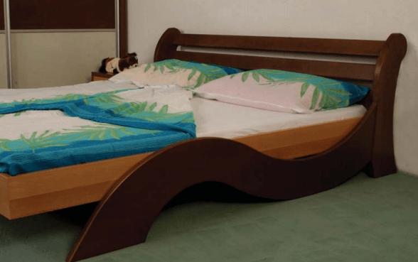 spalnica iz masivnega lesa