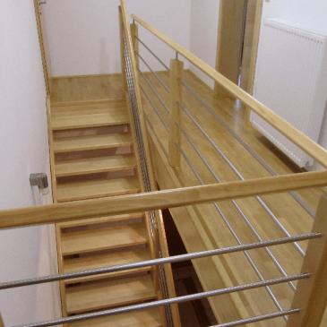 Samonosilne lesene stopnice