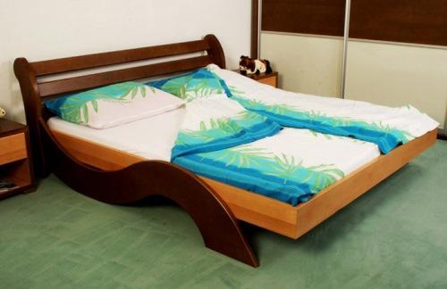spalnice iz masivnega lesa