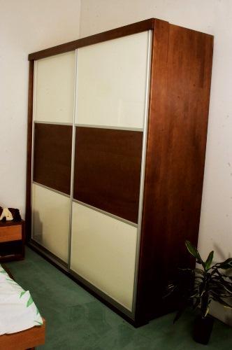 garderobna omara iz masivnega lesa