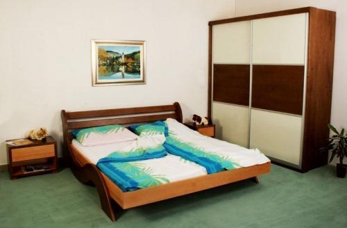 Sodobna spalnica iz masivnega lesa