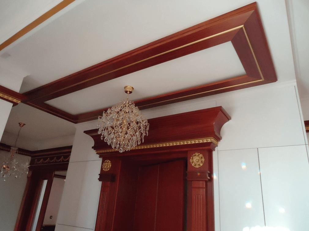 stropni lesni dekor