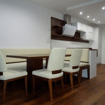 Moderna jedilna miza in stoli