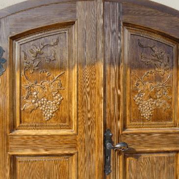Vrata za klet s polkrožnimi zaključki – 6 primerov