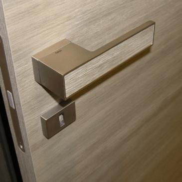 Moderne, oblikovalske kljuke za notranja vrata