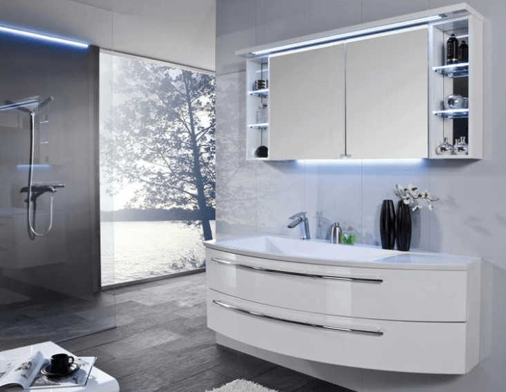 kopalniško pohištvo v beli barvi