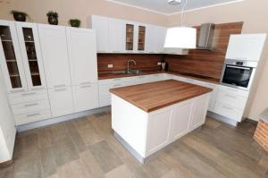 postavitev kotne kuhinje