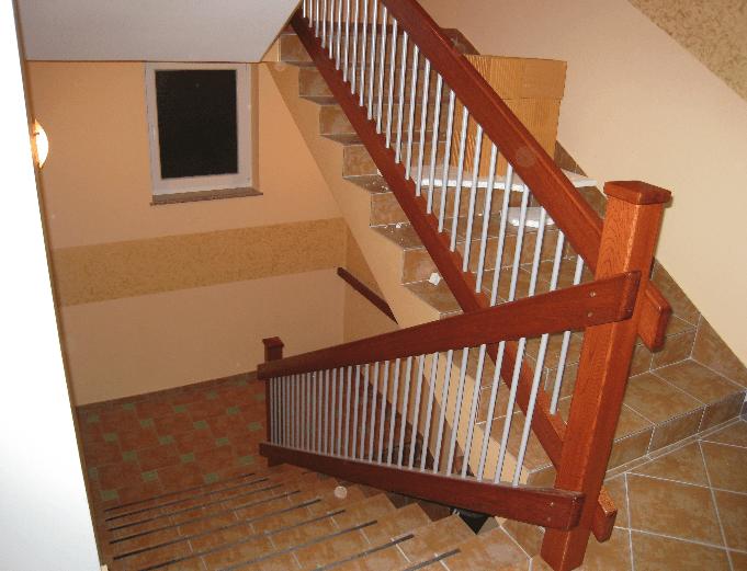 stopniščna ograja les alu