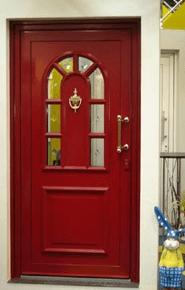vhodna vrata v rdečem