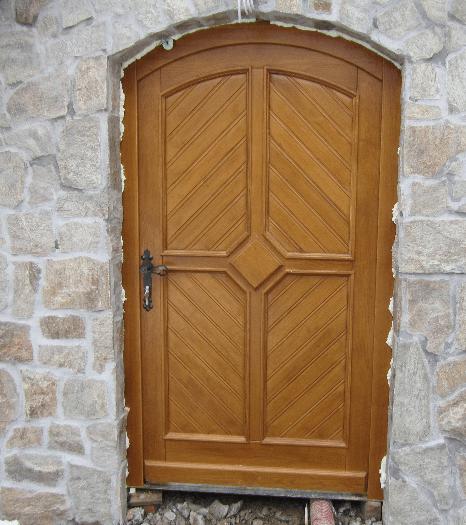 vrata za klet in kamen