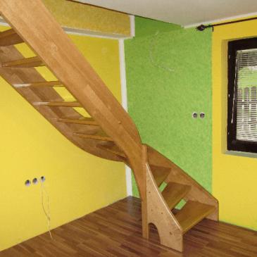 Samonosilne zavite lesene stopnice