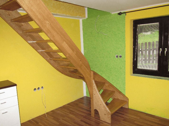 zavite lesene stopnice celota